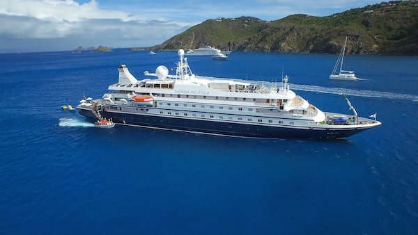 Luxury small cruise ships an experience for truly for Top small cruise lines