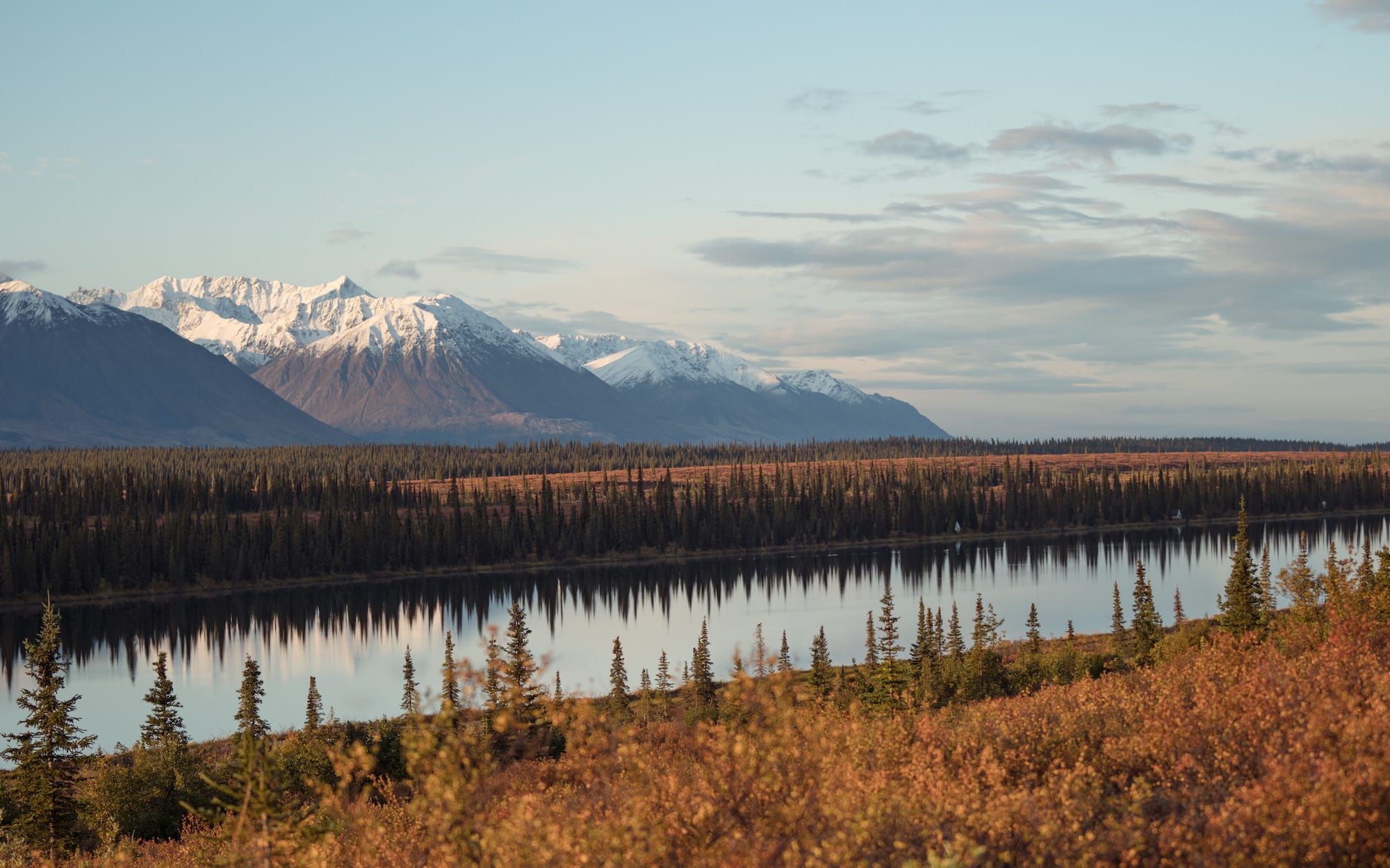 mountains in Alaska, nature picture, luxury Alaska vacation, offered by Southern Travel Agency Augusta GA, local travel agency near me